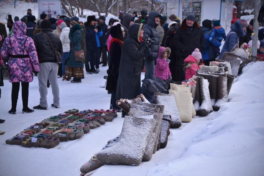 des valenkis - bottes sibériennes en laine tissée , inégqalables pour garder les pieds au chaud
